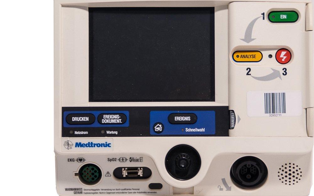 LIFEPAK 20-20e Defibrillator - Close up