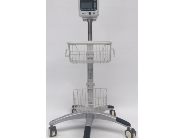 Mindray VS-800 Patient Monitor with SpO2 Finger Sensor – With Stand (Refurbished)
