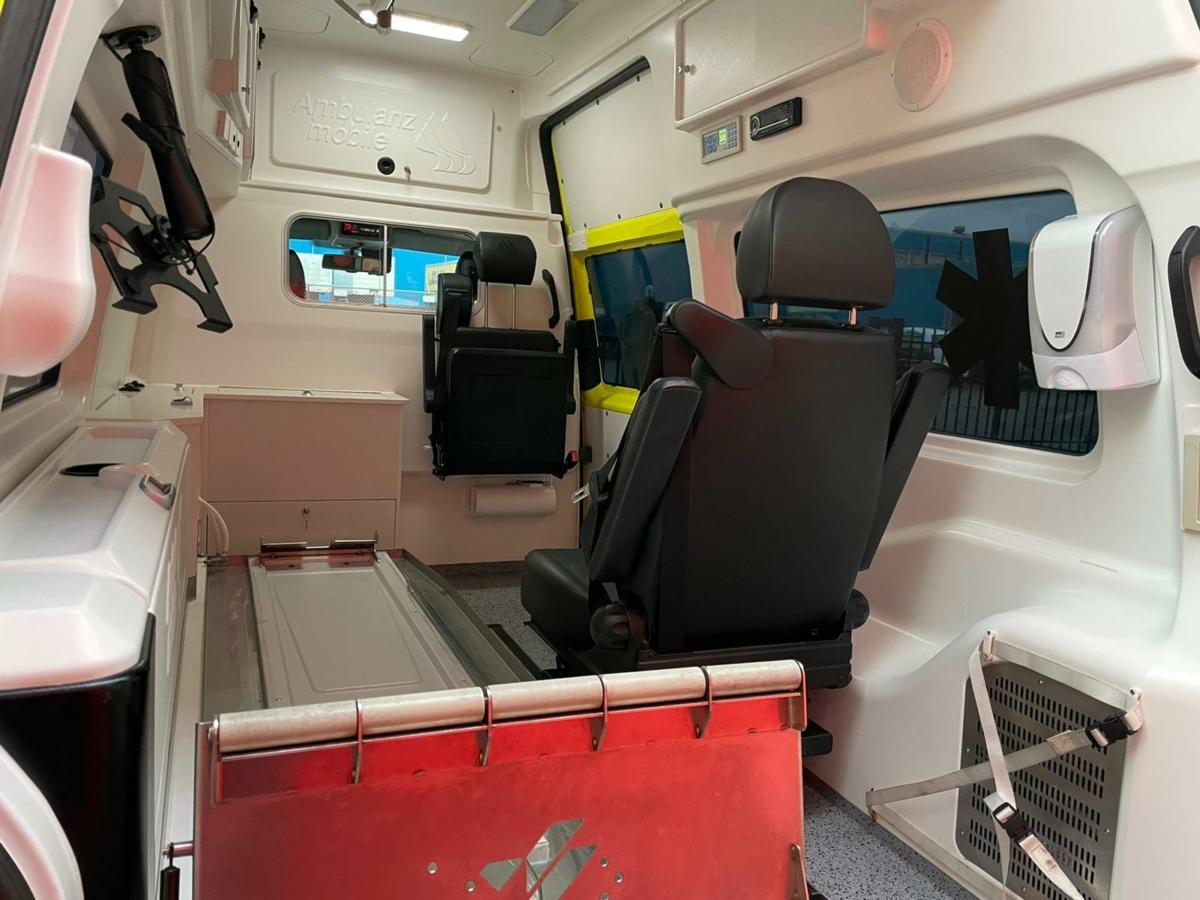 21015 Volkswagen Transporter Kombi 2.0 TDI L2H1 Ambulance - 2013