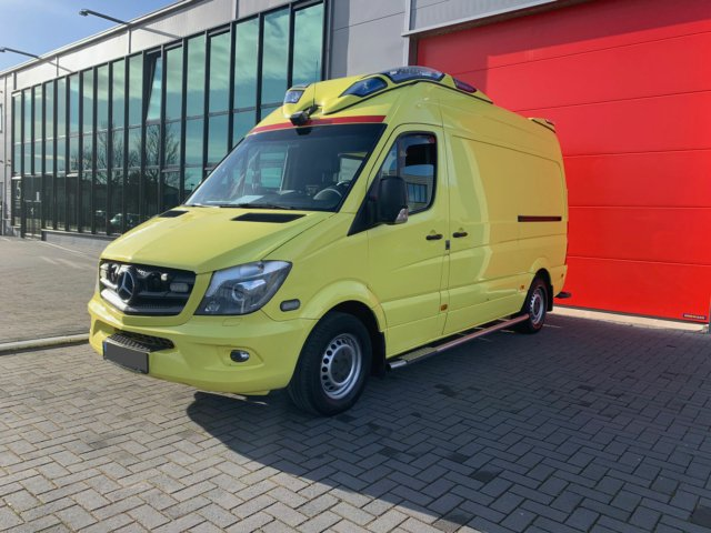 Mercedes-Benz Sprinter 319 CDI Ambulance – 2014 (21030)