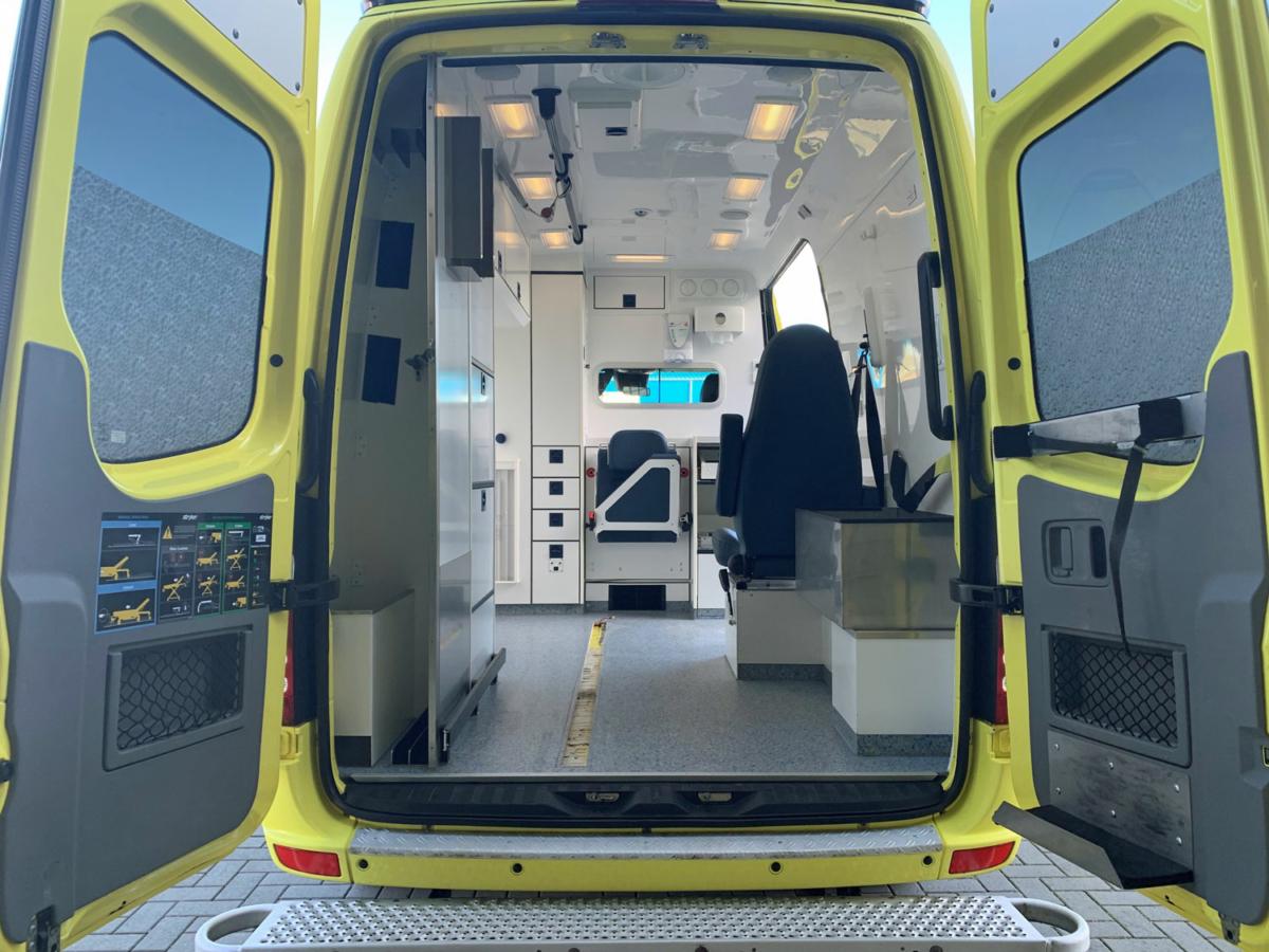 21045 Mercedes Benz 319 CDI Ambulance