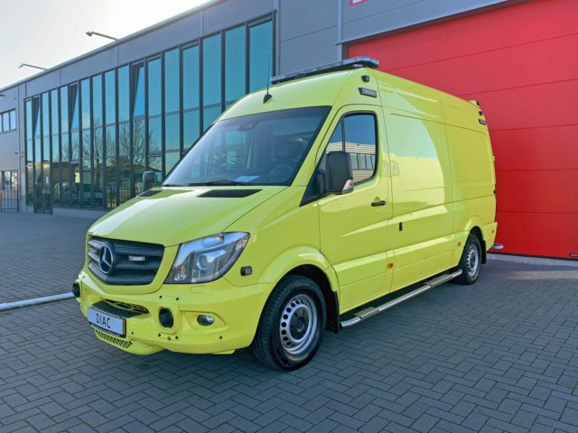 MB 319 CDI Sprinter Ambulance – 2016 + Stryker Powerpro XT & Stryker Powerload (21050)