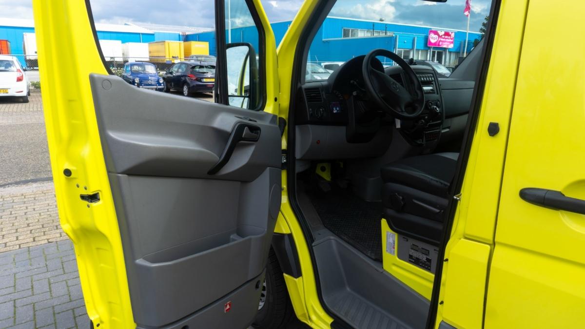 Mercedes-Benz Sprinter 316 CDI Ambulance (1)