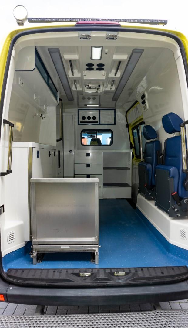 Mercedes-Benz Sprinter 316 CDI Ambulance (3)