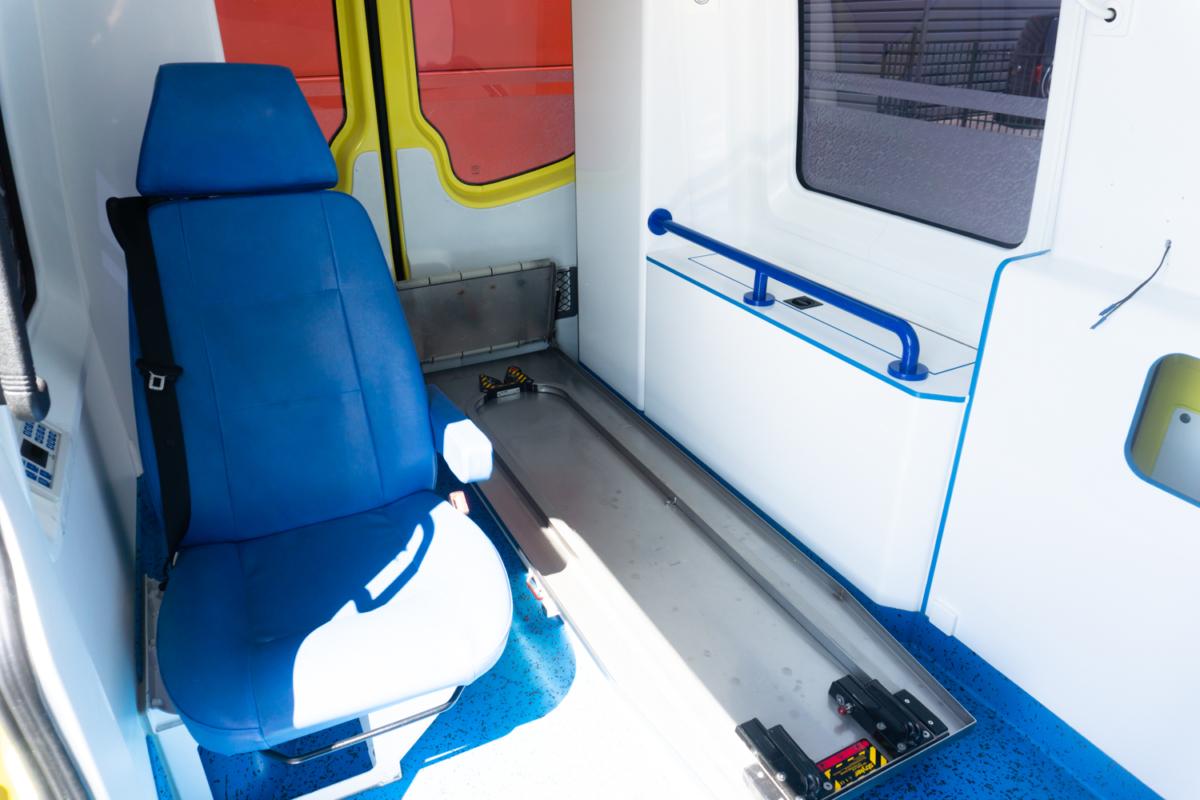 Mercedes-Benz Sprinter 319 CDI Ambulance - 21105 (1)