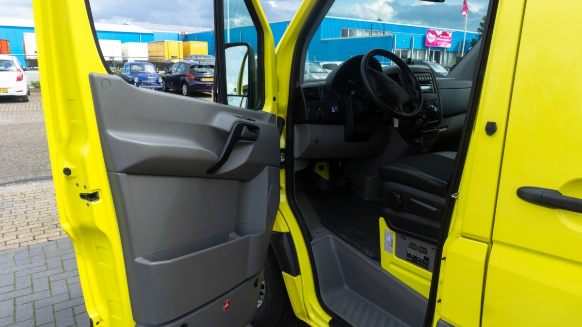 Mercedes-Benz Sprinter 316 CDI Ambulance - Front Door