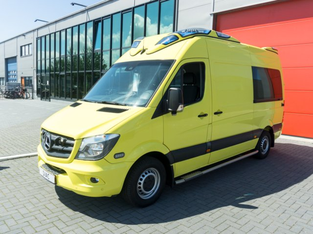 Mercedes-Benz Sprinter 319 CDI Ambulance – 2015 (21110)