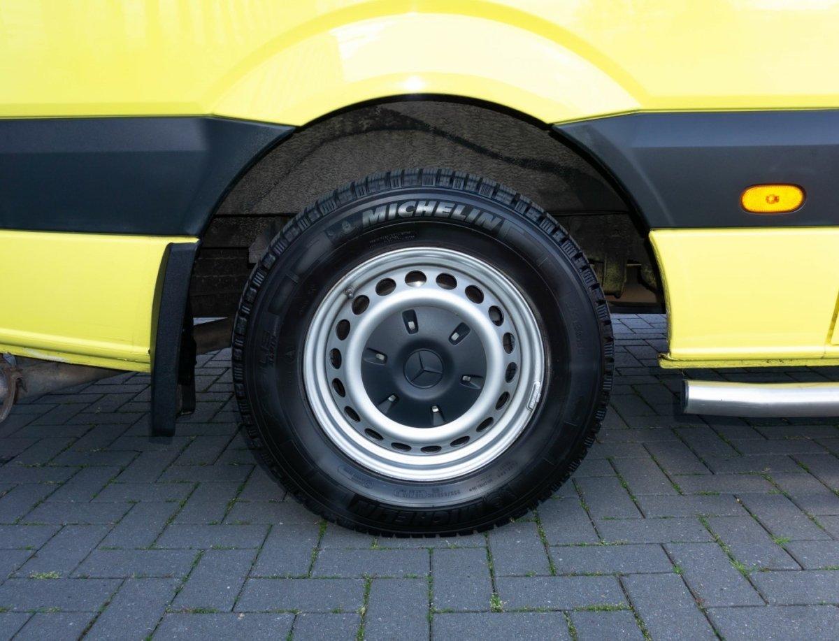 Mercedes-Benz Sprinter 319 CDI Ambulance (11)