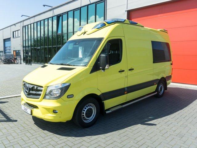 Mercedes-Benz Sprinter 319 CDI Ambulance – 2015 (21105)