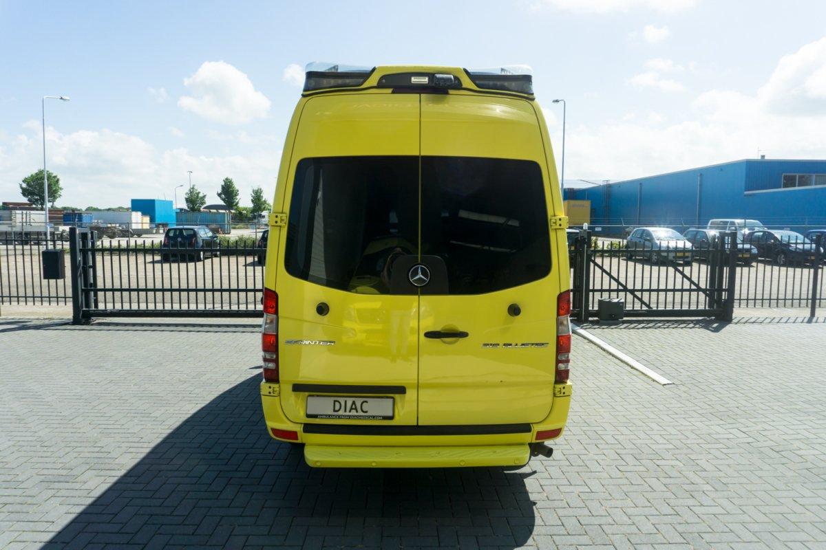 Mercedes-Benz Sprinter 319 CDI Ambulance - Back