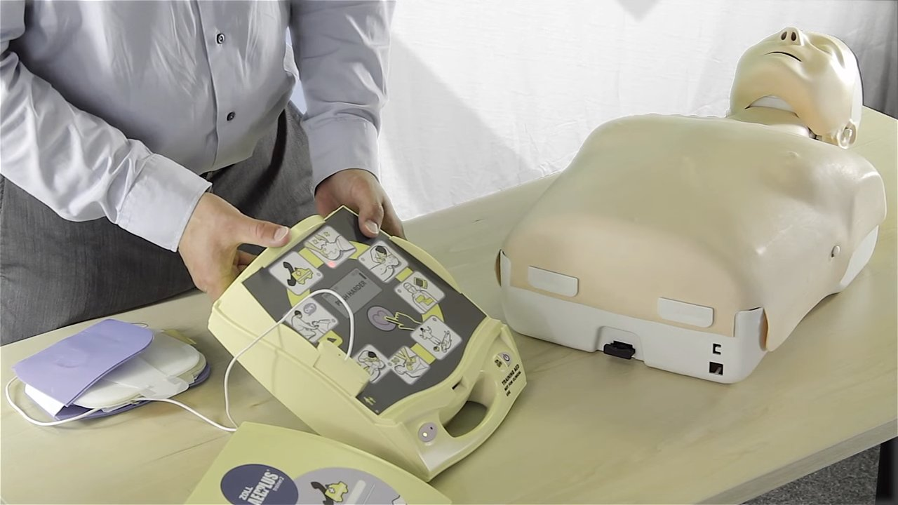 ZOLL AED PLUS Trainer 2 - Demonstration of use