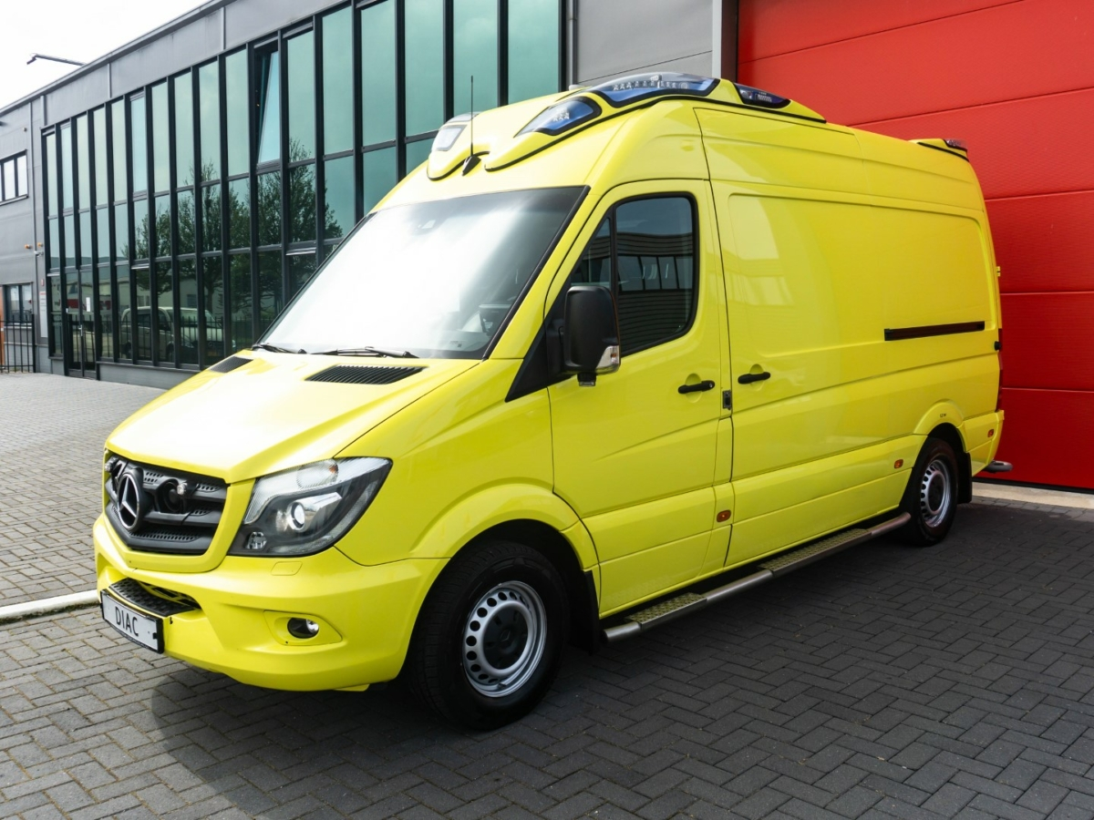 Mercedes-Benz Sprinter 319 CDI Ambulance (2018) - 21175