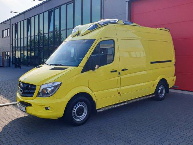 Mercedes-Benz Sprinter 319 CDI Ambulance – 2015 (21145)