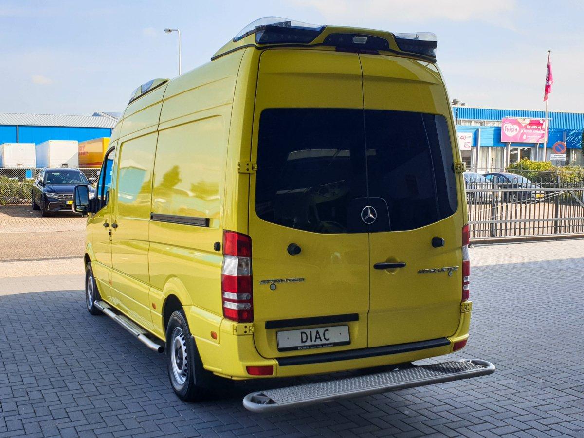 Mercedes-Benz Sprinter 319 CDI Ambulance (12)