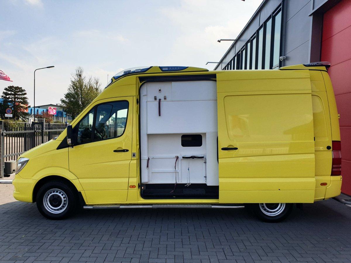 Mercedes-Benz Sprinter 319 CDI Ambulance - Side View Open
