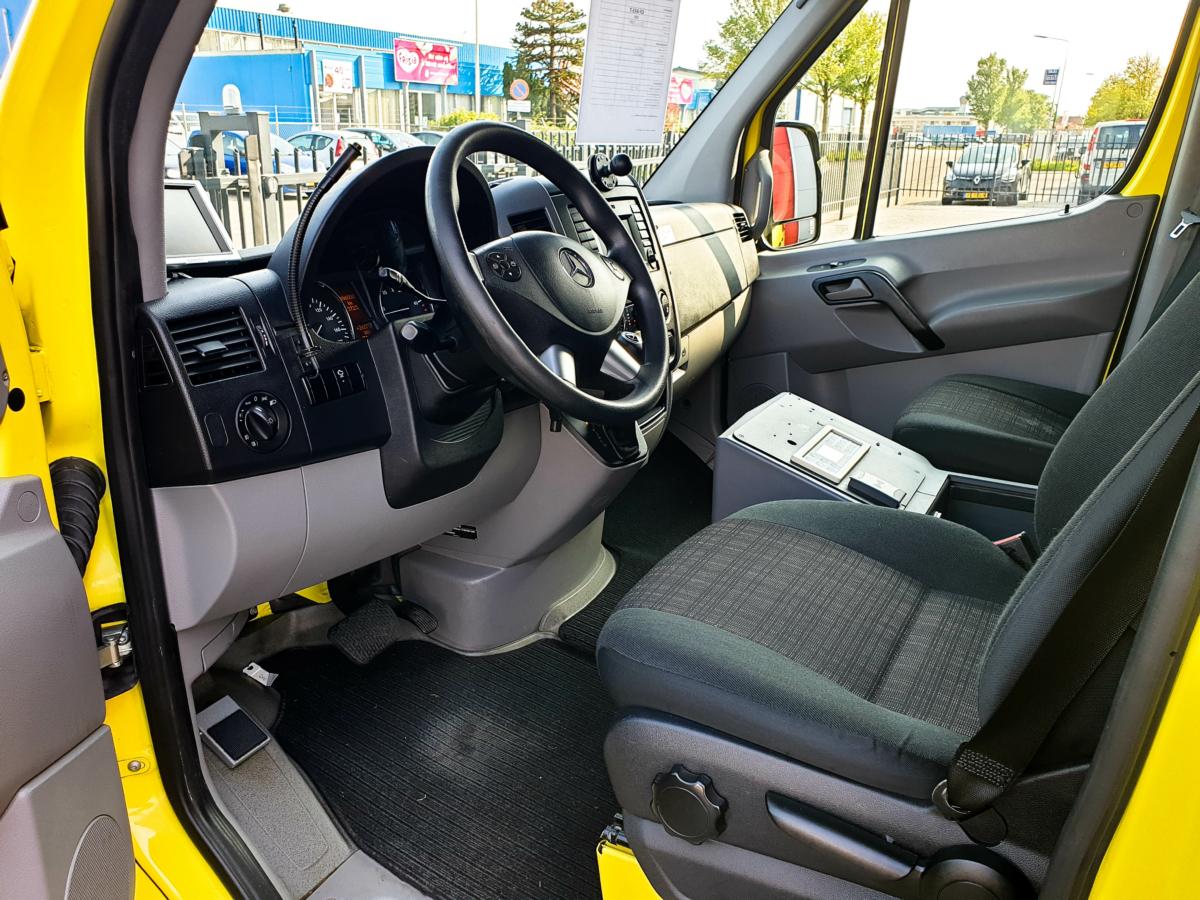 Mercedes-Benz Sprinter 319 CDI Ambulance - Driver's Seat