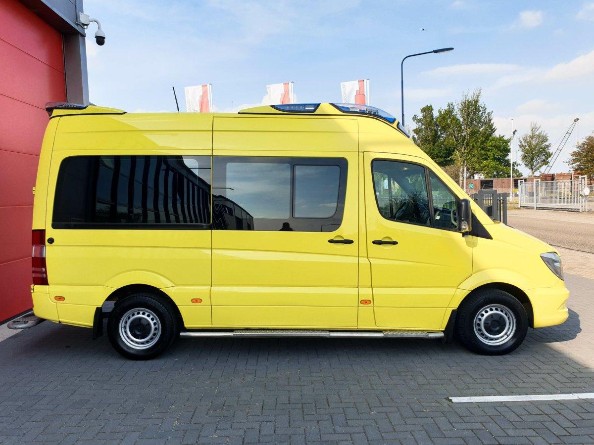 Mercedes-Benz Sprinter 319 CDI Ambulance (9)